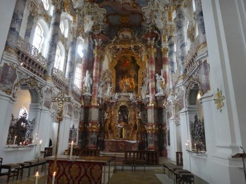 """A belíssima igreja de peregrinação do """"Senhor Flagelado"""", ao lado dos Alpes bávaros, na cidade de Wieskirche, a 40 quilometros do Hotel Ruebezahl. Essa igreja construída no estilo rococó é tombada pela UNESCO como patrimônio da humanidade."""